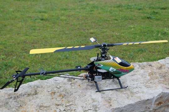 Modellbau Hubschrauber mit HeliCommand Technik Vogelperspektive